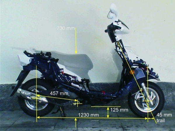 Roda pequena e trail curto permite manobras rápidas sem perder estabilidade na reta