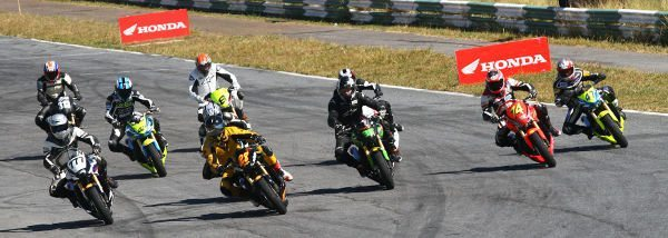 Largada da categoria 600 Hornet no Racing Festival