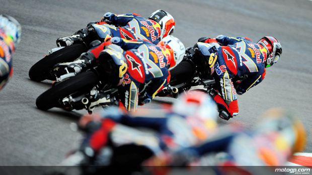 A Red Bull MotoGP Rookies Cup está na sua quinta temporada e com o processo de selecção para 2012 agora aberto, a parceria tem o prazer de anunciar os planos de extensão até 2013.A Dorna, KTM e a Red Bull vão continuar a parceria que dá aos jovens de todo o mundo uma verdadeira porte de entrada para os Grandes Prémios e faz a transição para a era das 4 tempos de Moto3 com nova máquina fornecida pela KTM para a Cup de 2013