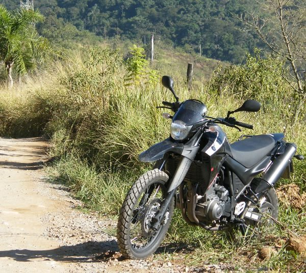XT 660R: a herdeira é fiel às origens e carrega com competência o peso da tradição do nome