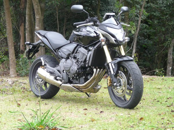 Nova frente e rabeta fazem a atualização do desenho da moto