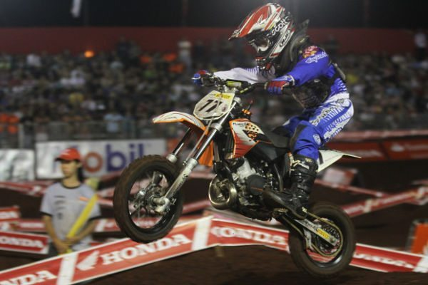 "Carlos Sousa ""Dadauzinho"", piloto da categoria 50cc no Arena Cross"
