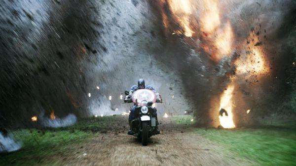 No novo filme Capitão América: O Primeiro Vingador, o herói dos quadrinhos defende a liberdade e a justiça à bordo de uma Harley-Davidson