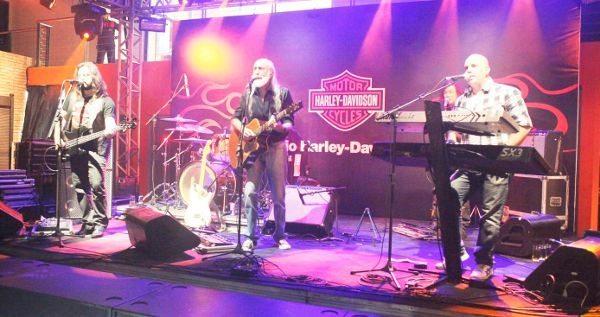 Banda Rockstock animou a noite de inauguração