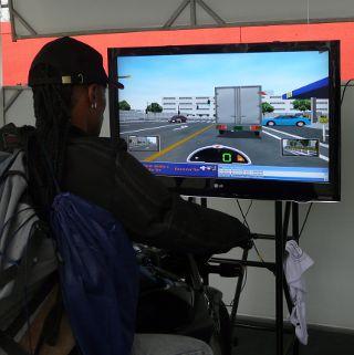 Simulador da Honda com noções de pilotagem segura: educação com diversão
