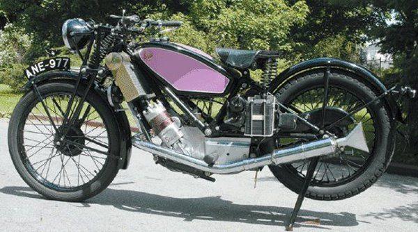 Scott fabricada em 1928 arrefecida a líquido - em 1909 Alfred Scott fundou a fábrica em Shipley - Inglaterra onde fabricava as primeiras motocicletas com essa tecnologia