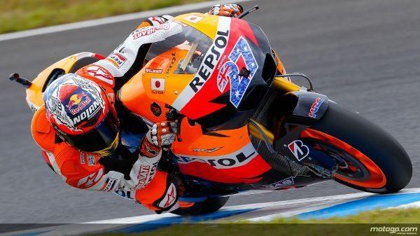 Casey Stoner assinou novo recorde da era de MotoGP ao conquistar a décima pole de época no Grande Prémio do Japão. O australiano vai contar com a companhia de Jorge Lorenzo e Andrea Dovizioso na primeira linha.