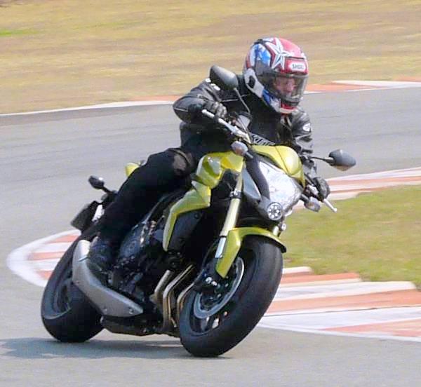 Livre, leve e solta: a Honda CB 1000R vai bem em qualquer encontro, seja urbano ou na estrada
