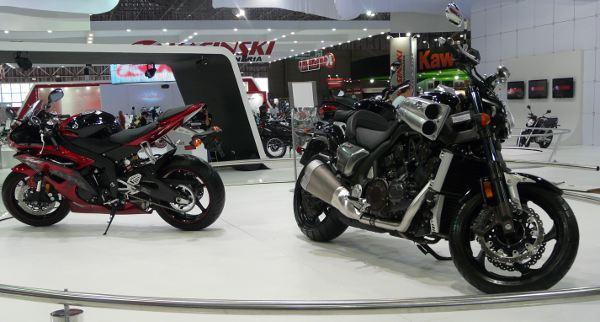 Dois sonhos: YZF R6 e V-Max: só exposição