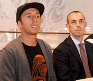 Antoni Cairoli, pentacampeão mundial de MX: testou e aprovou o projeto; a direita, Erardo Ratzenbeck, da Athena