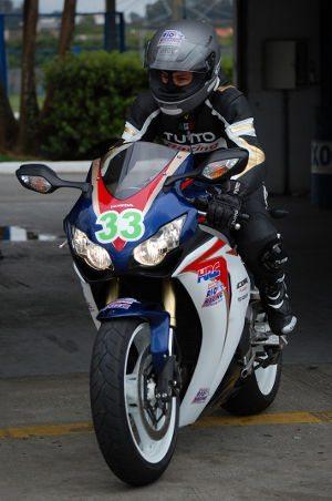 suzane_tutto_racing_shoei_honda_fireblade_2012_07_1072px