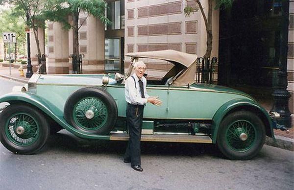 Mr. Allen Swift e seu Rolls Royce 1928: o carro fica para a eternidade