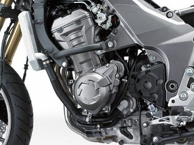 Motor da Z1000 foi modificado para se adequar às características da moto