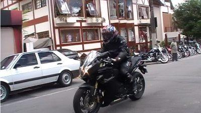 Na cidade a moto tem mais limitações no conforto
