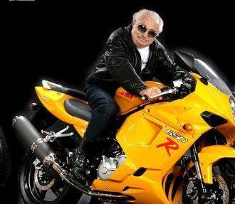Kasinsky como garoto propaganda de uma de suas motos: credibilidade