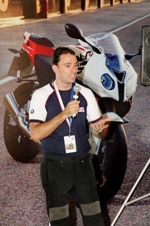 Claudio Peruchi, engenheiro da BMW, apresentou a moto aos convidados