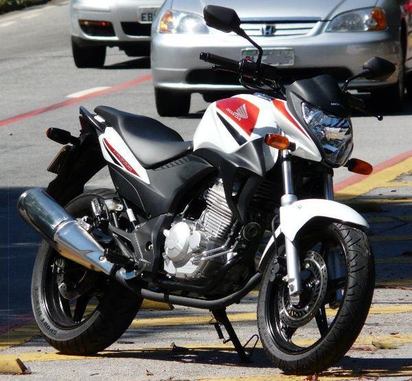 Honda CB 300R traz a receita vencedora: identidade da marca, moderna, confiável, confortável e versátil