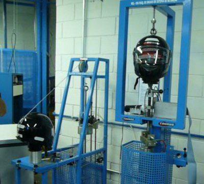 Dois dos quatro testes principais: descalçamento (esq) e cinta jugular