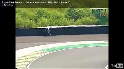 Danilo bate na barreira de pneus