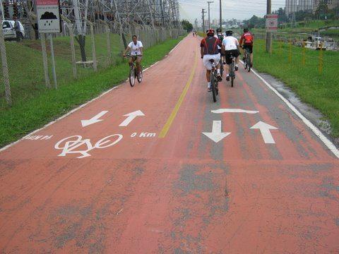 Foto da ciclovia da Marginal Pinheiros, SP