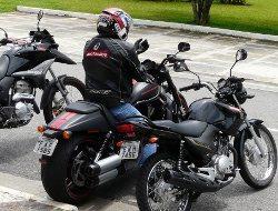 Manuseio da moto é fácil no trânsito, apesar de pesada