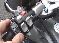 Em um único botão no punho esquerdo se faz toda navegação pelas várias possibilidades de ajustes na motocicleta