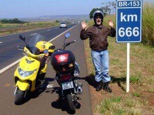 A Burgman de Ricardo na foto da primeira mensagem enviada ao Motonline