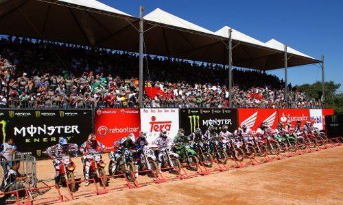 Largada da categoria MX2 no Honda GP Brasil de Motocross 2011, em Indaiatuba (SP)