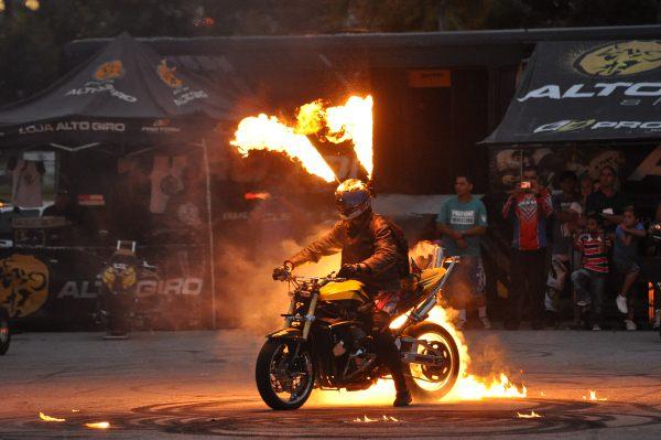 Pirotecnia no Floripa Moto Show