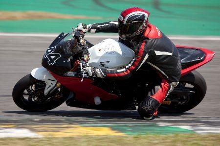 Motos iguais é garantia de pegas emocionantes