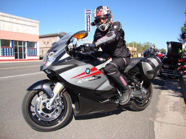 BMW K1300 S Foi a primeira moto a ser equipada com o quick shift de série