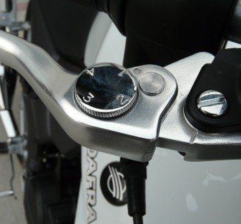 Ajuste no manete de freio: luxo de motos maiores