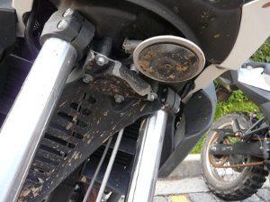 Com o abuso na terra algumas motos quebraram o para-lama dianteiro
