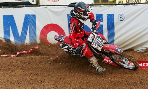 Gabriel Montagner, piloto da categoria CRF 230 na Superliga Brasil de Motocross 2012