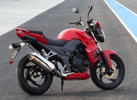 Design segue tendência de motos naked maiores