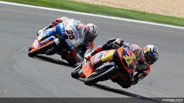 Sandro Cortese, da Red Bull KTM Ajo, assinou a vitória após brilhante batalha até à linha de meta com Maverick Viñales no Grande Prémio de Portugal Circuito Estoril, enquanto Oliveira se vai traído por problemas.