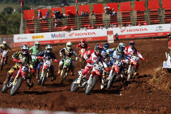 Largada da MX2: Líderes do campeonato foram superados na pista