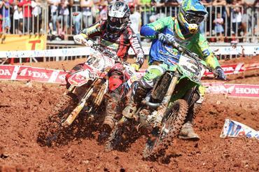 Adam Chatfield e Jorge Balbi Jr. em disputa no circuito de Brasília