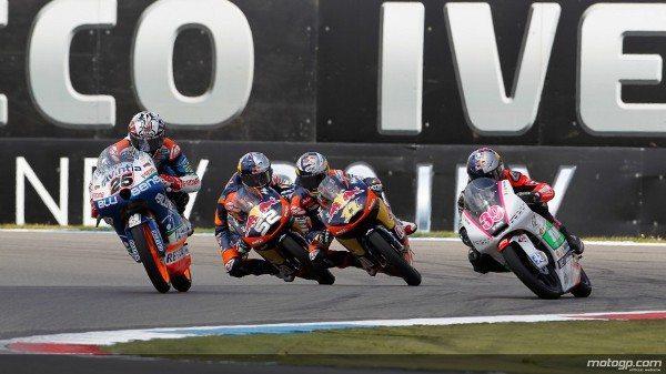 Naquela que foi uma das mais disputadas provas de Moto3™ desta época, Maverick Viñales, da Blusens Avintia, levou de vencida o Iveco TT Assen à frente de Sandro Cortese e Danny Kent sob magníficas condições de sol. Miguel Oliveira terminou na décima posição