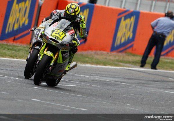 Andrea Iannone assinou a primeira vitória da época no Gran Premi Aperol de Catalunya na emocionante corrida de Moto2™ batendo Tom Lüthi e Marc Márquez