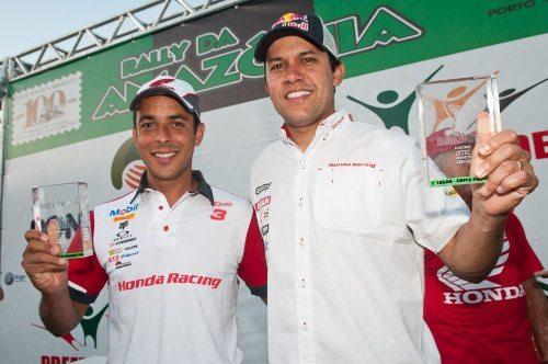 Dário Júlio e Felipe Zanol no pódio do Rally da Amazônia 2012