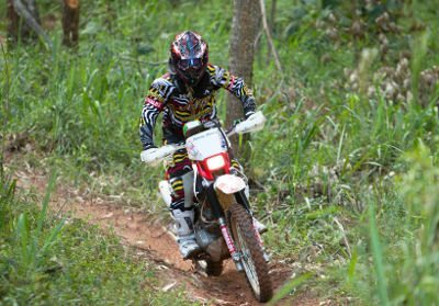 Sabrina Katana disputa categoria Feminina do Mineiro de Enduro de Regularidade