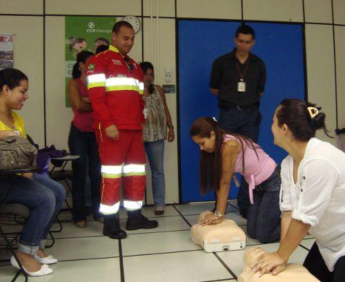 """No treinamento """"Abordagem às Vítimas Politraumatizadas de Trânsito"""", os participantes são orientados sobre cinemática, biomecânica do trauma e as lesões mais comuns em vítimas de acidentes."""