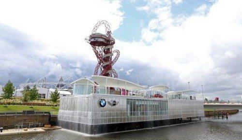 O impressionante pavilhão flutuante de dois andares é a aquisição mais recente do Parque Olímpico de Londres