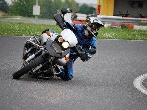 Controle Eletrônico de Tração não faz milagres;o importante é aplicar as técnicas aprendidas para fazer curvas com sua moto.