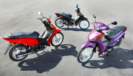 Três cores disponíveis e preço entre a POP 100 e a Biz Flex 125