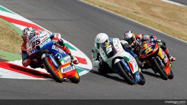 Naverick Viñales, da Blusens Avintia, venceu hoje por escassa margem a corrida de Moto3™ do Grande Prémio de Itália TIM, em Mugello, à frente do herói da casa Romando Fenati e de Sandro Cortese