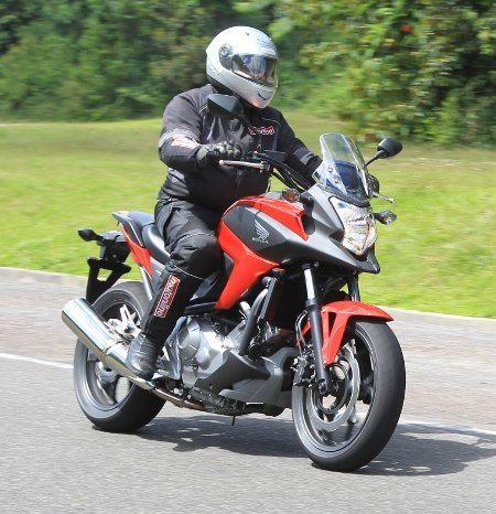 Ágil e confortável, NC 700X parece uma moto bem menor para conduzir