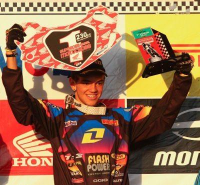 Gabriel Montagner (#303), da Itamaracá One Industries, é o campeão da categoria CRF-230 da temporada 2012