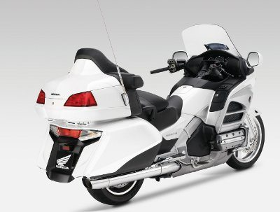 A traseira foi totalmente redesenhada para contribuir na estabilidade da motocicleta.